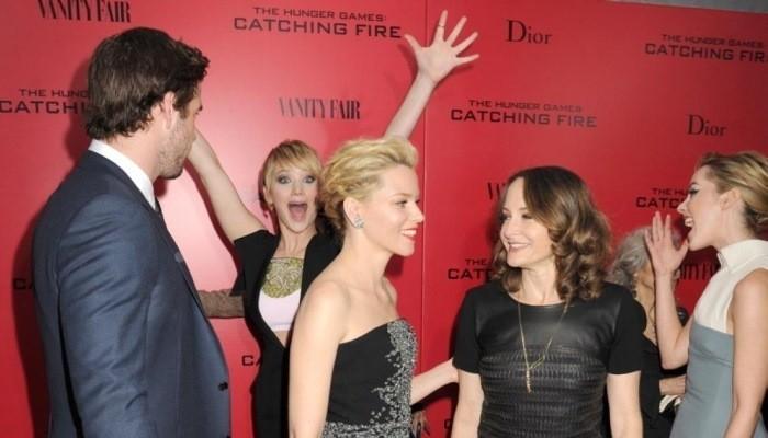 Jennifer Lawrence photobomb