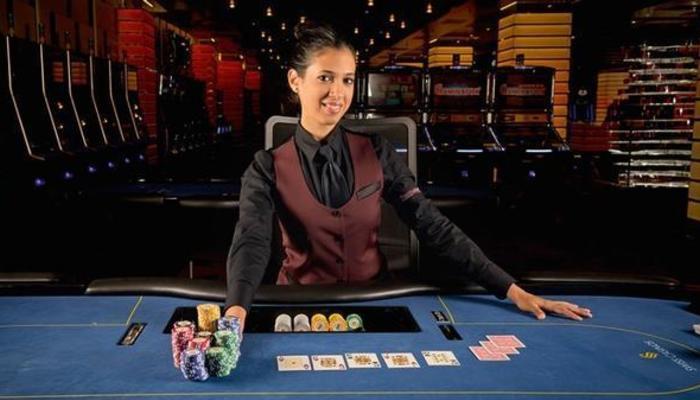 Cruise ship casino dealer niagara falls hotel across from fallsview casino