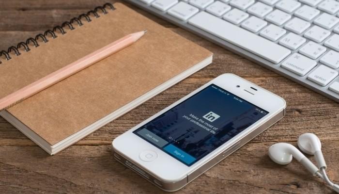 linkedin app smartphone