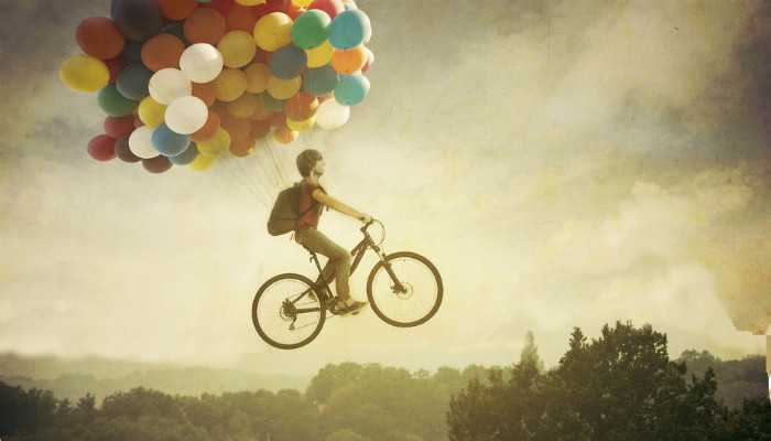 trip with bike and balloons